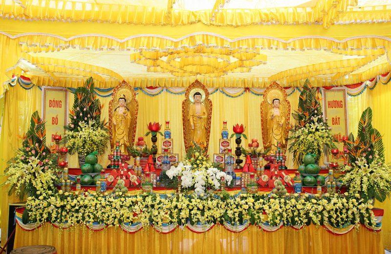 Lập bàn thờ phật trong tang lễ