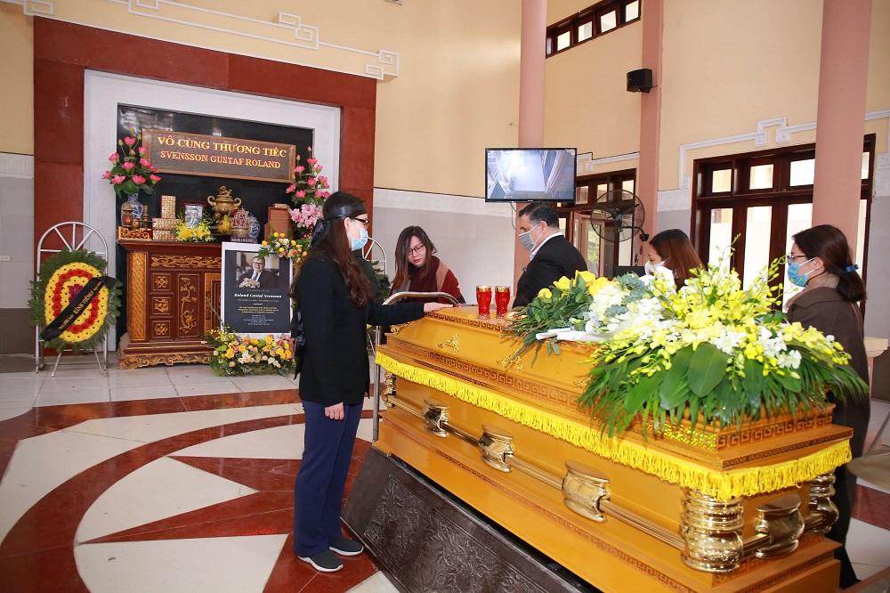 Có nên tổ chức tang lễ tại nhà tang lễ
