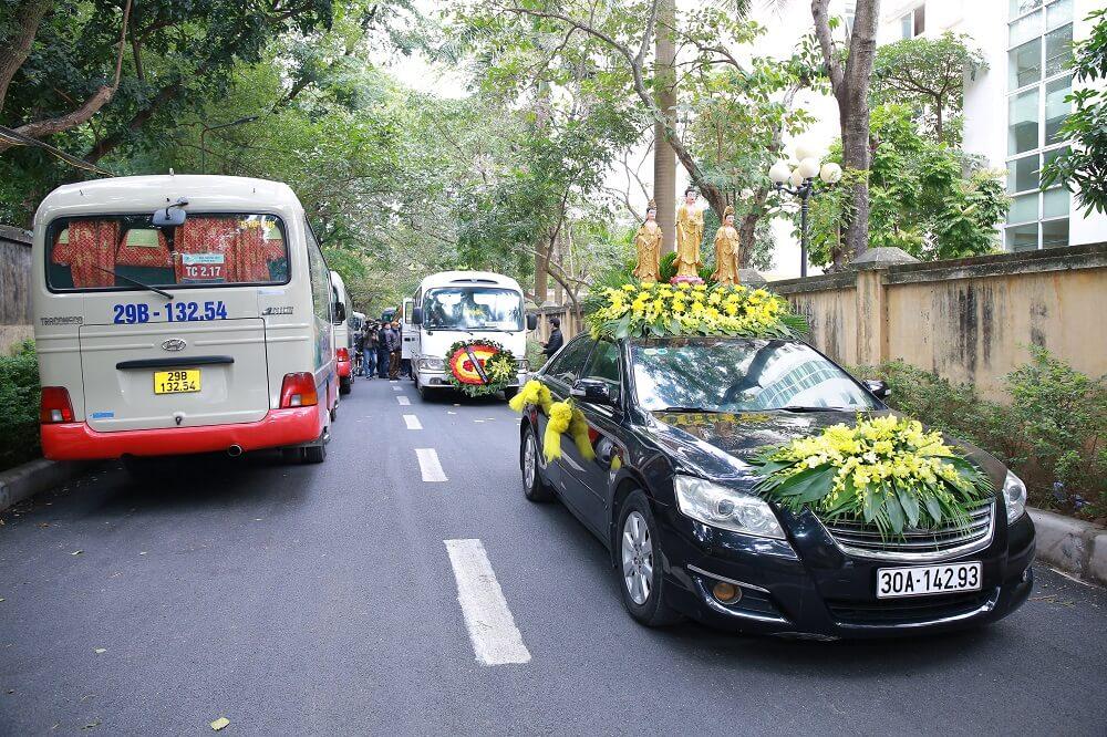 Nên tổ chức tang lễ tại nhà riêng hay là nhà tang lễ