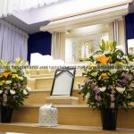 Bàn thờ người mới mất nên cắm hoa gì?